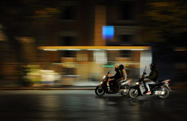 Las restricciones de circulación se aplicarán también a las motos más contaminantes